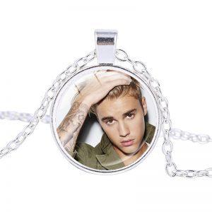 Justin Bieber – Necklace (mod8n)
